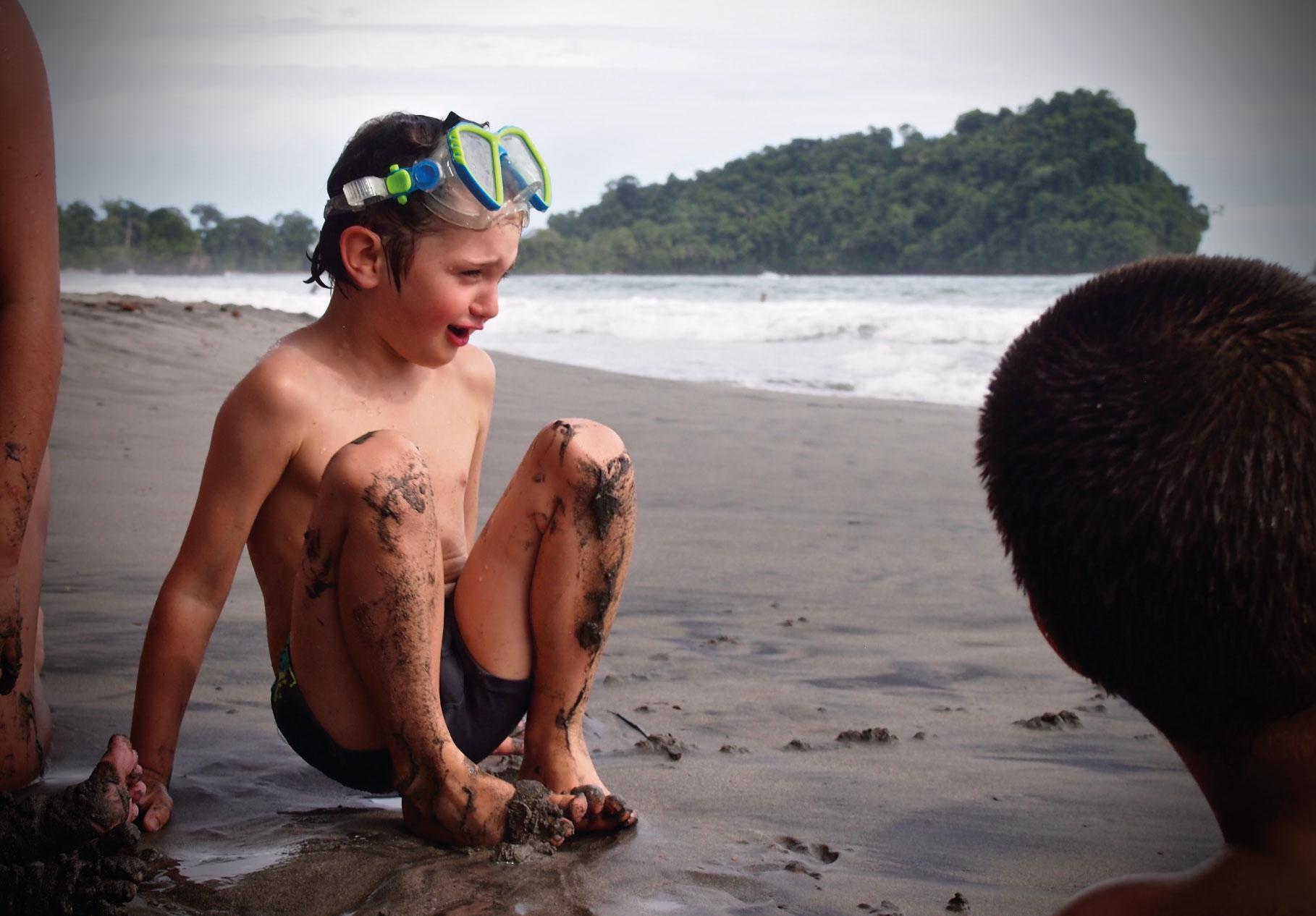 Olivier impressioné par les vagues