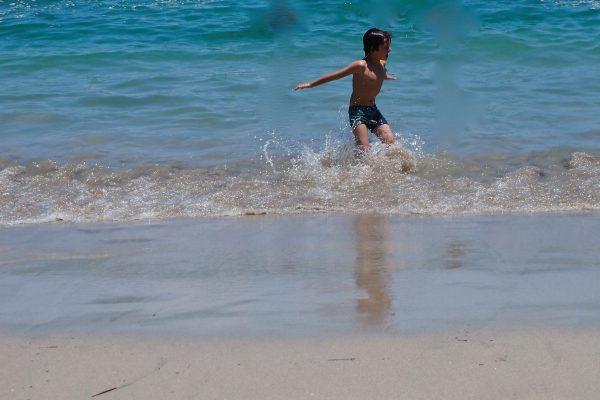 Olivier dans les vagues