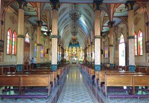 Intérieur de l'église de Zarcero